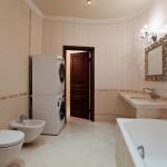 Просторная и светлая ванная комната
