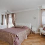 Спальня в современной классике