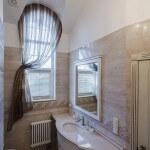 Интерьер ванной комнаты, шторы, изысканный дизайн