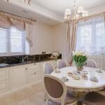 Классический дизайн кухни-столовой