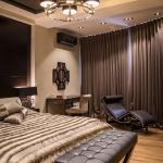 темная спальня в мужской квартире