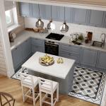 Кухня в красивый цвет в деревянном доме